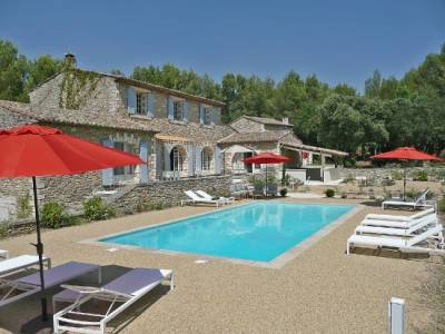 Mas Menerbes Sleeps: 17 Beds: 9 Baths: 7