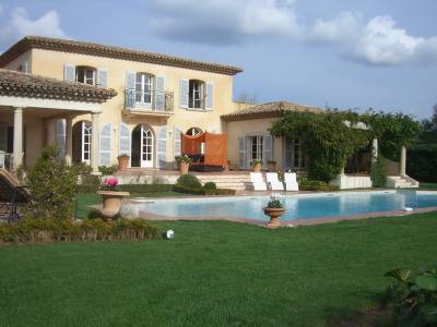 Villa Champagne Sleeps: 10 Beds: 5 Baths: 4