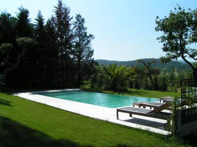 Villa Les Restanques Sleeps: 10 Beds: 5 Baths: 4