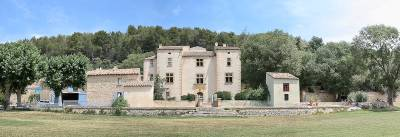 Domaine de Durance Sleeps: 20 Beds: 10 Baths: 5