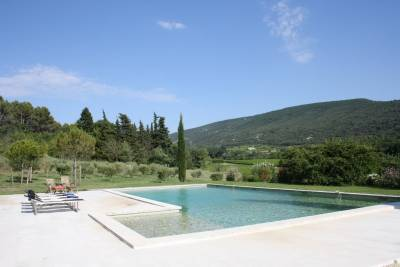 Mas de la Salamandre Sleeps: 20 Beds: 9 Baths: 9