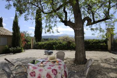 Vaison3 Sleeps: 6 Beds: 3 Baths: 3