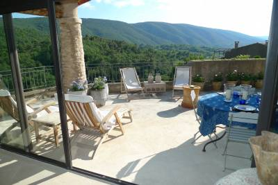 Villa Bonnieux Sleeps: 6 Beds: 3 Baths: 3