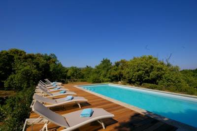 Mas de la Borie Sleeps: 17 Beds: 7 Baths: 6