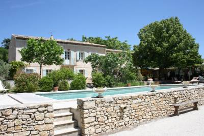 Mas de Saint Saturnin Sleeps: 9 Beds: 4 Baths: 4