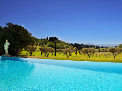 Domaine des Figons Sleeps: 14 Beds: 7 Baths: 4