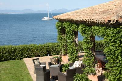 Villa Rubis Sleeps: 6 Beds: 3 Baths: 3