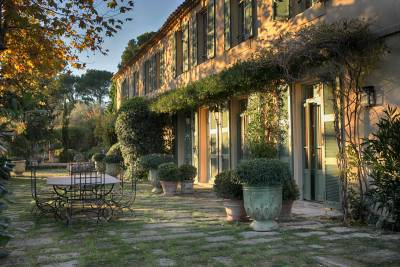 Domaine de Fontvieille Sleeps: 15 Beds: 7 Baths: 8